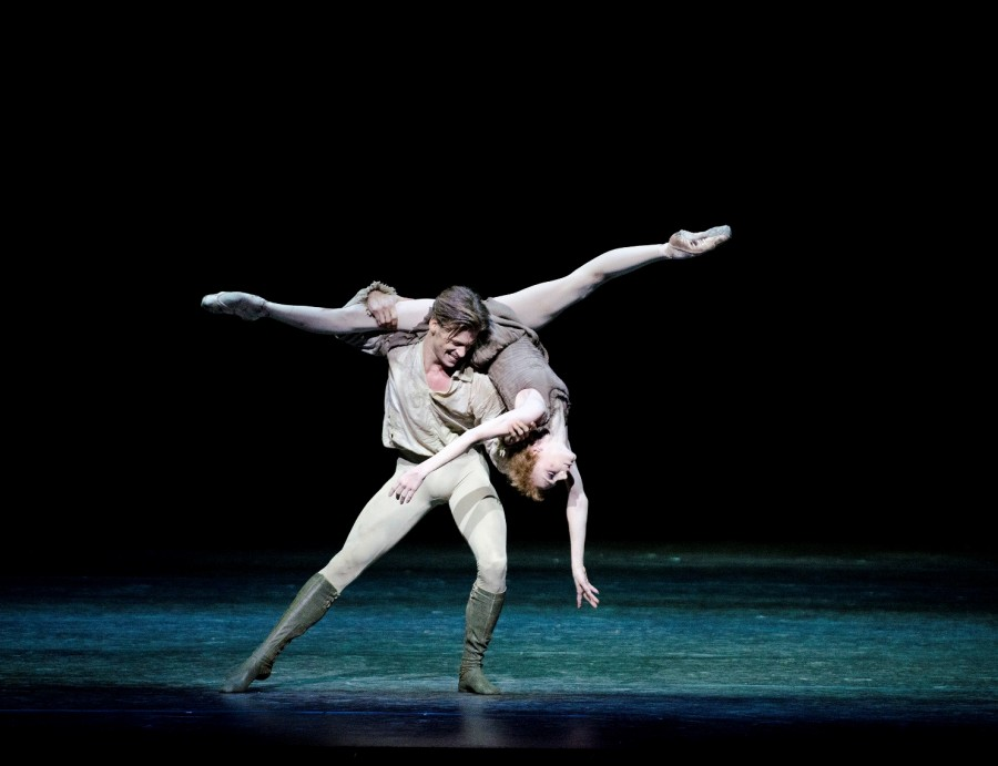 A+scene+from+%22Manon%22+performed+by+the+Royal+Ballet.